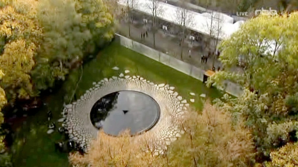 Videostill  A national memorial consisting of a water pool with a submersible stone on which each day a fresh flower is laid, 2013